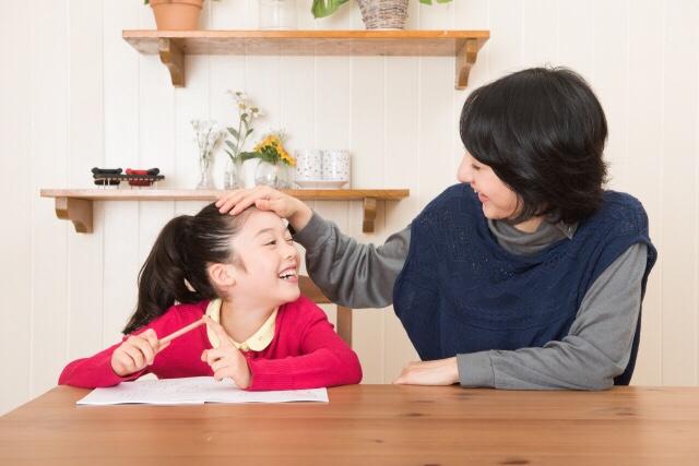 リビング学習はダイニングテーブルでの勉強がおすすめ!メリット・デメリットと我が家の場合