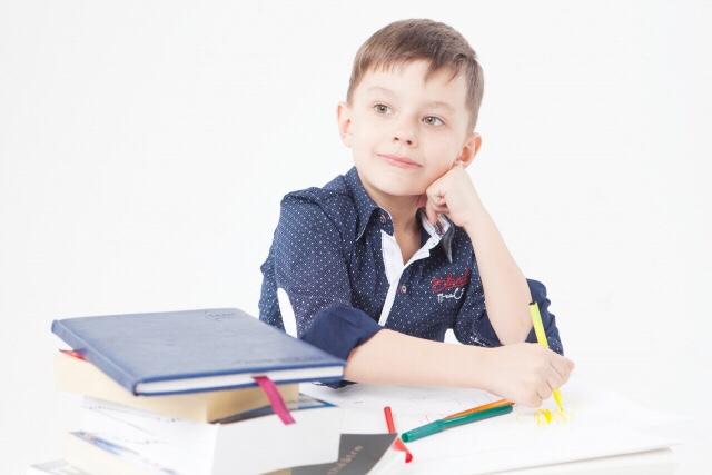 小学生でも落ち着きがない子供。改善するの?将来は?我が家の授業対策。